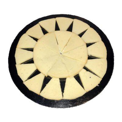 Queso de Cabra con Pimentón: La Dehesa en la Mesa